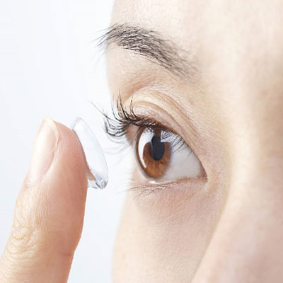 Contact lense being put in eye